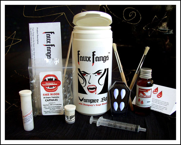 Faux Fangs Vampire Kit